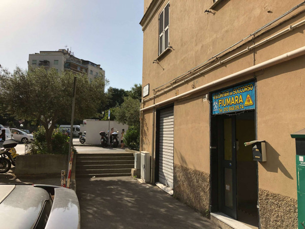 Locale Commerciale  in affitto a Genova, Fiumara, 70 mq