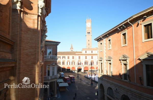 Ufficio in vendita a Forlì, 210 mq