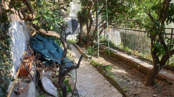 Appartamento in vendita a Genova, Adiacenze Via Penego, Con giardino, 65 mq