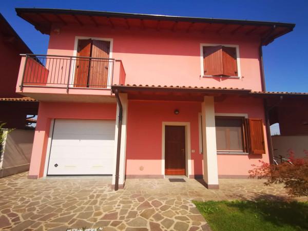 Villa in vendita a Spino d'Adda, Residenziale, Con giardino, 180 mq
