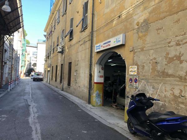 Locale Commerciale  in vendita a Genova, Centro, 312 mq