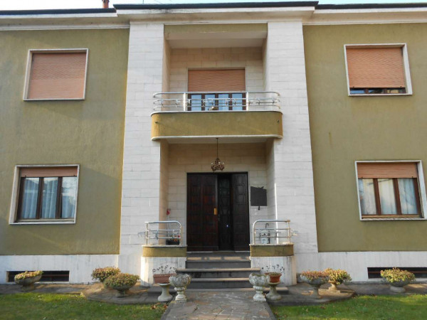 Villa in vendita a Melegnano, Residenziale, Con giardino, 680 mq