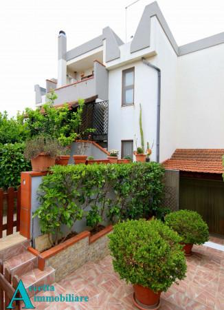 Villa in vendita a Taranto, Residenziale, Con giardino, 173 mq