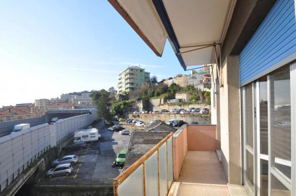 Appartamento in vendita a Genova, Sestri Ponente, 105 mq