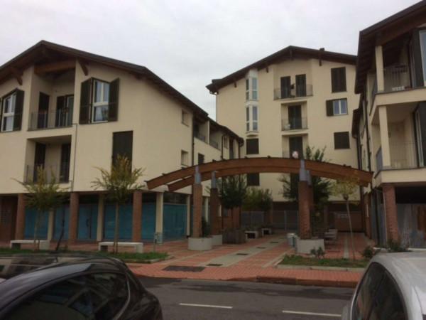 Appartamento in vendita a Caronno Pertusella, 52 mq