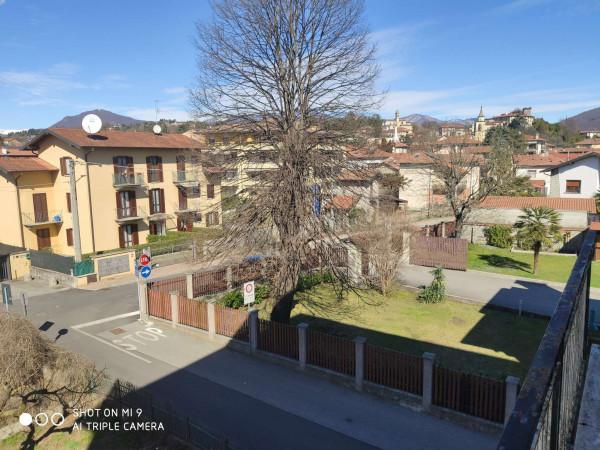 Appartamento in affitto a Besozzo, Centro, 90 mq