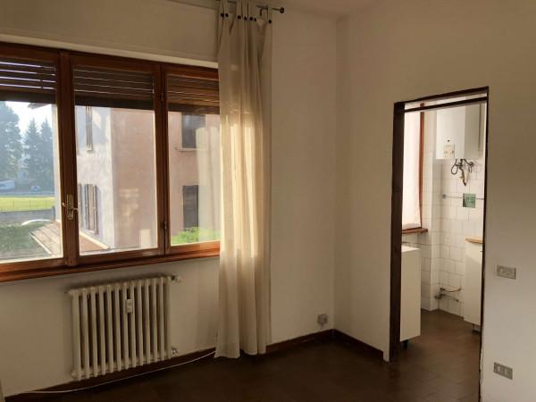 Appartamento in vendita a Gavirate, Semicentrale, Con giardino, 70 mq
