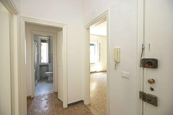 Appartamento in vendita a Genova, 55 mq