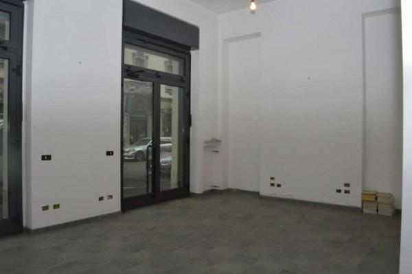 Negozio in affitto a Milano, 80 mq