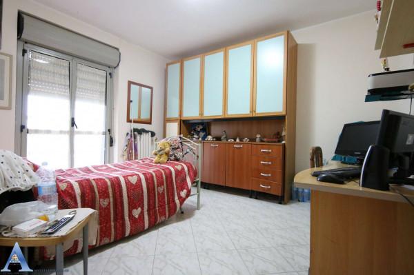 Appartamento in vendita a Taranto, Rione Laghi - Taranto 2, Con giardino, 114 mq - Foto 9