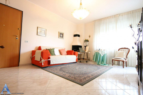 Appartamento in vendita a Taranto, Rione Laghi - Taranto 2, Con giardino, 114 mq - Foto 1