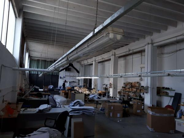 Capannone in vendita a Solaro, Elettrolux, 480 mq - Foto 2