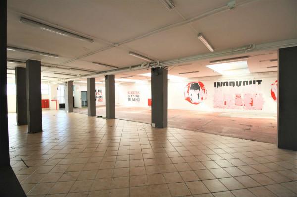 Negozio in affitto a Milano, Ripamonti, 510 mq