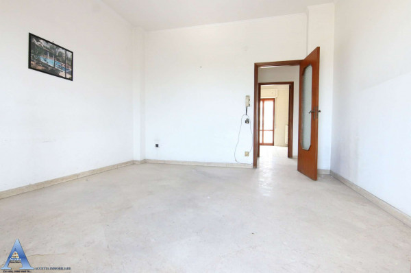 Appartamento in vendita a Taranto, Rione Italia, Montegranaro, 139 mq - Foto 18