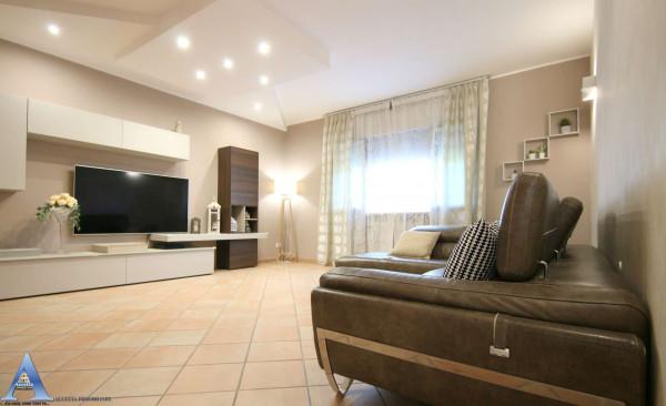 Appartamento in vendita a Taranto, Rione Laghi - Taranto 2, Con giardino, 119 mq