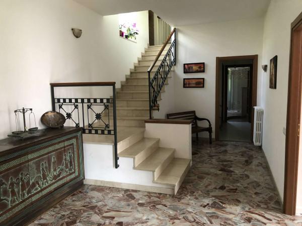 Villa in vendita a Caravate, Residenziale, Con giardino, 300 mq