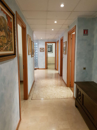 Ufficio in affitto a Milano, Via Vittor Pisani Repubblica, 250 mq