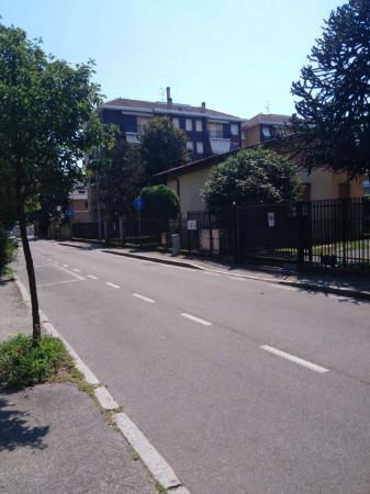 Appartamento in vendita a Garbagnate Milanese, Con giardino, 60 mq