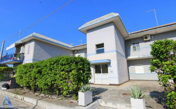 Appartamento in vendita a Taranto, San Vito, 85 mq