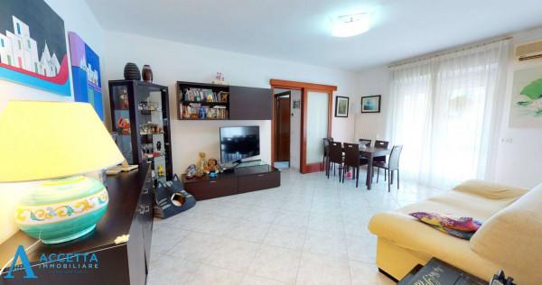 Appartamento in vendita a Taranto, Rione Laghi - Taranto 2, 93 mq - Foto 4