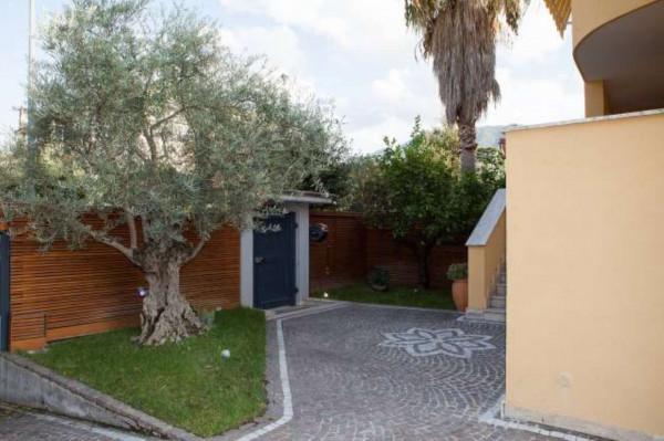 Villetta a schiera in vendita a Sant'Anastasia, Centrale, Con giardino, 200 mq