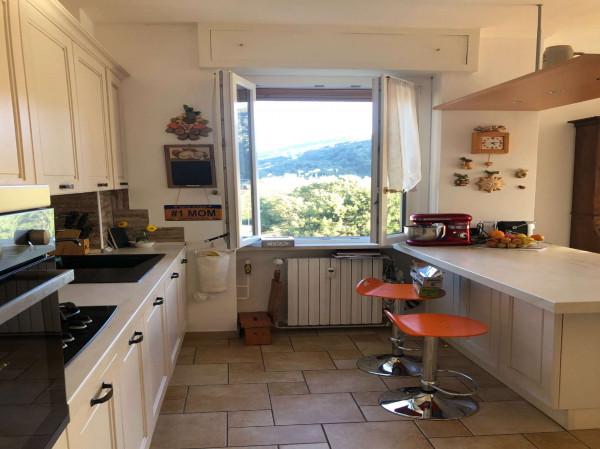 Appartamento in vendita a Laveno-Mombello, Centro, Con giardino, 106 mq