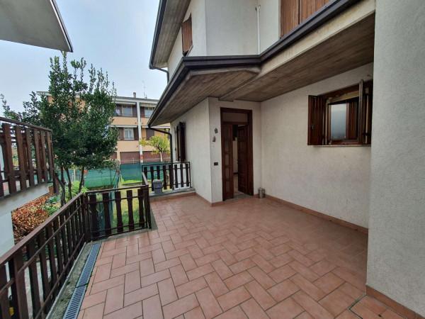 Villa in vendita a Spino d'Adda, Residenziale, Con giardino, 186 mq