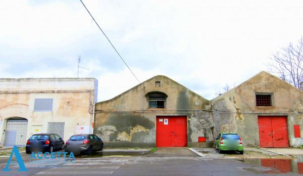 Capannone in vendita a Taranto, Porta Napoli, 219 mq