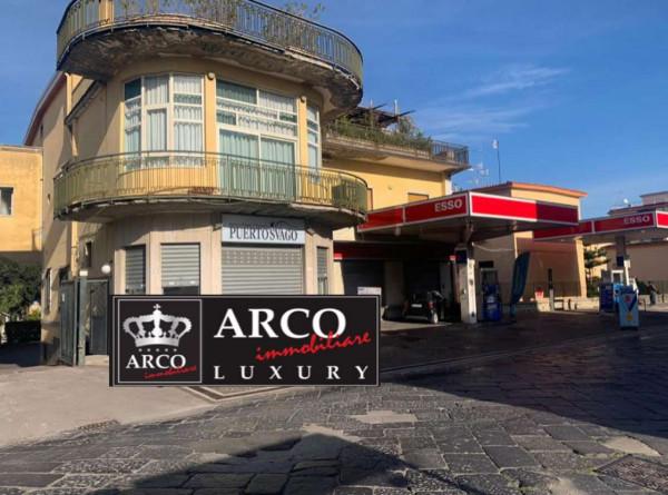 Locale Commerciale  in affitto a Sant'Anastasia, Centrale, 65 mq