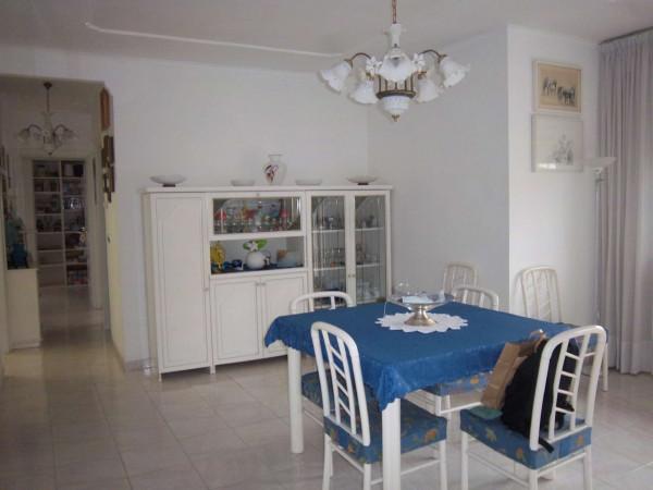 Appartamento in vendita a Pomezia, Santa Palomba, 70 mq
