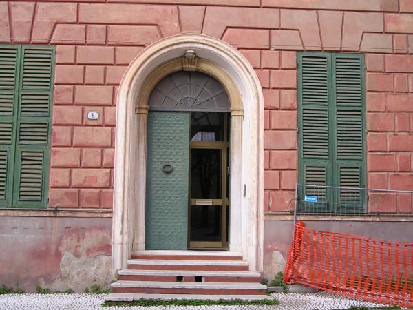 Locale Commerciale  in vendita a Savona, Legino, Con giardino, 2000 mq