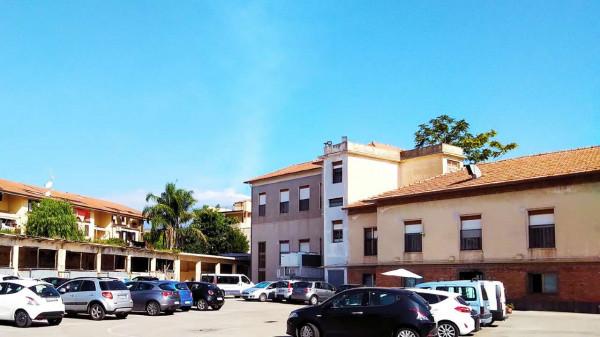 Locale Commerciale  in vendita a San Giovanni la Punta, Con giardino, 4200 mq