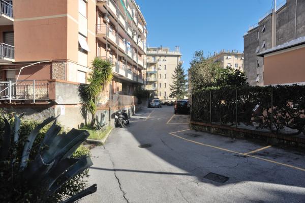 Bilocale in vendita a Genova, Genova Pra Palmaro, 50 mq - Foto 2