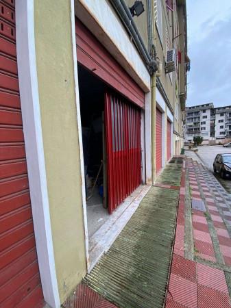 Locale Commerciale  in affitto a Pollena Trocchia, Centrale, 100 mq