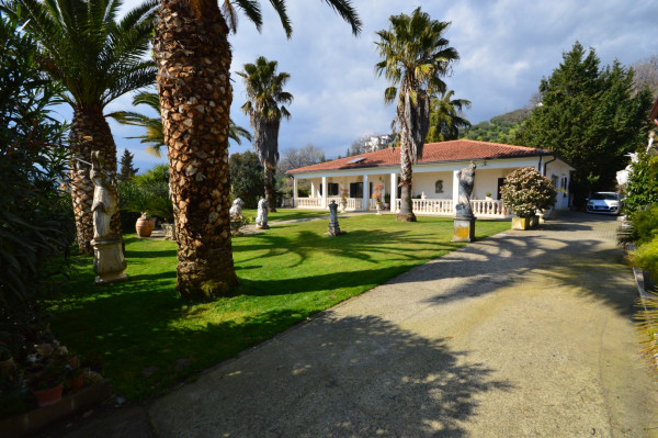 Villa in vendita a Altomonte, Con giardino, 250 mq