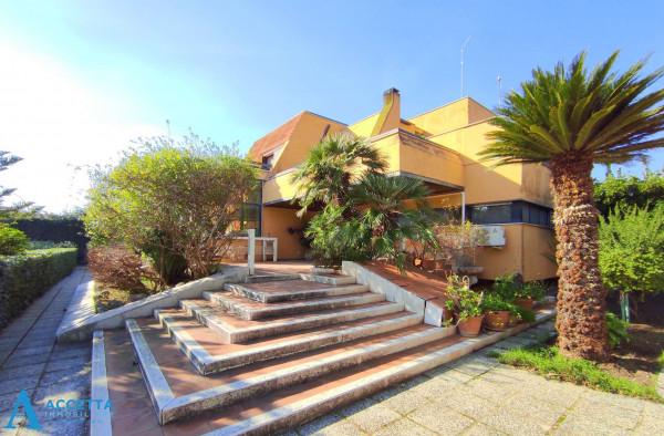 Villa in vendita a Taranto, Rione Laghi - Taranto 2, Con giardino, 446 mq