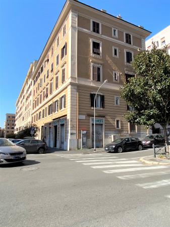 Locale Commerciale  in affitto a Roma, Piazza Lodi, 45 mq