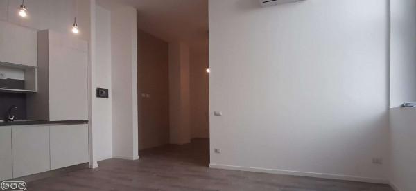 Appartamento in vendita a Milano, 57 mq