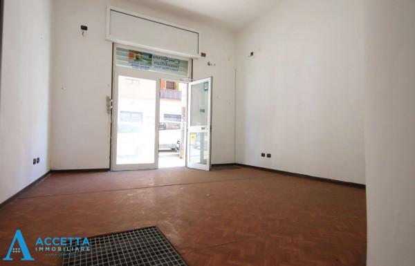 Negozio in vendita a Taranto, Tre Carrare, Battisti, 51 mq