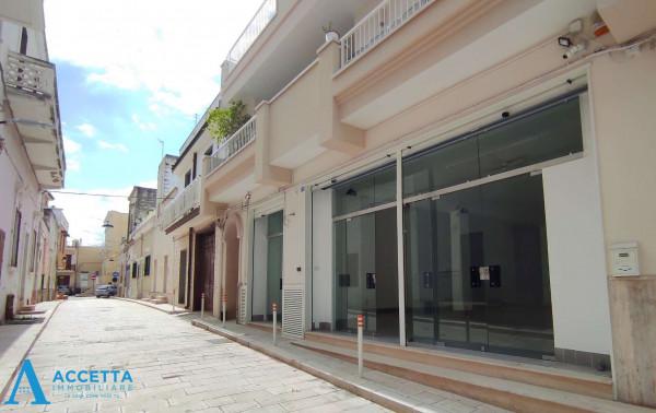 Locale Commerciale  in vendita a San Giorgio Ionico, 308 mq