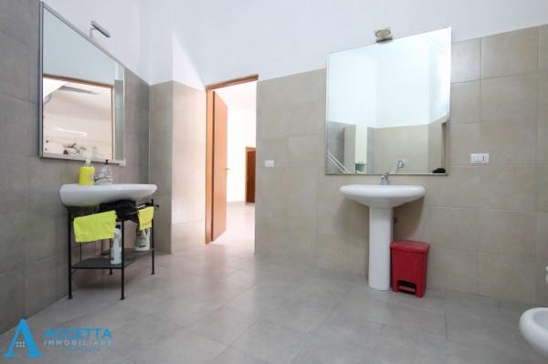 Locale Commerciale  in vendita a San Giorgio Ionico, 308 mq - Foto 13