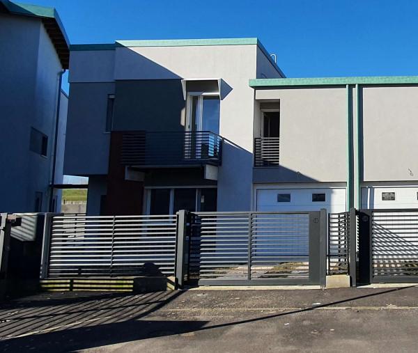 Villetta a schiera in vendita a Melegnano, Residenziale A 20 Minuti Da Melegnano, Con giardino, 173 mq