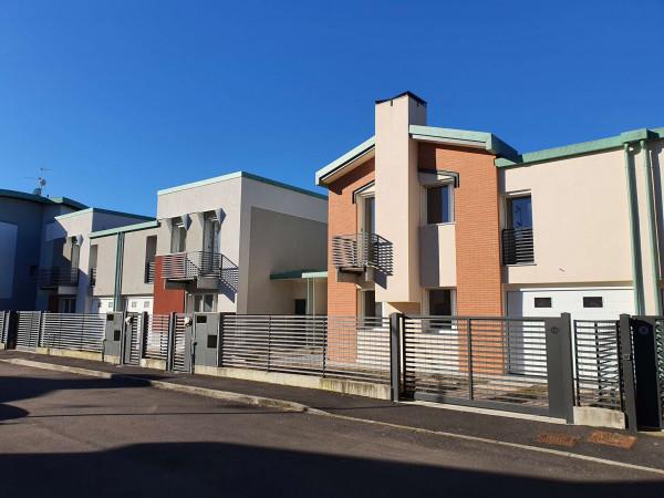 Villetta a schiera in vendita a Borghetto Lodigiano, Residenziale, Con giardino, 168 mq