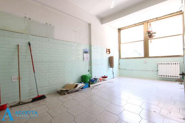 Appartamento in vendita a Taranto, Rione Italia, Montegranaro, 125 mq - Foto 12