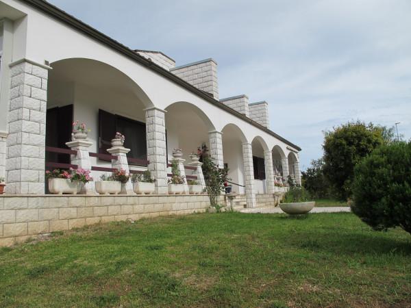 Villetta a schiera in vendita a Lecce, Periferia, Con giardino, 380 mq