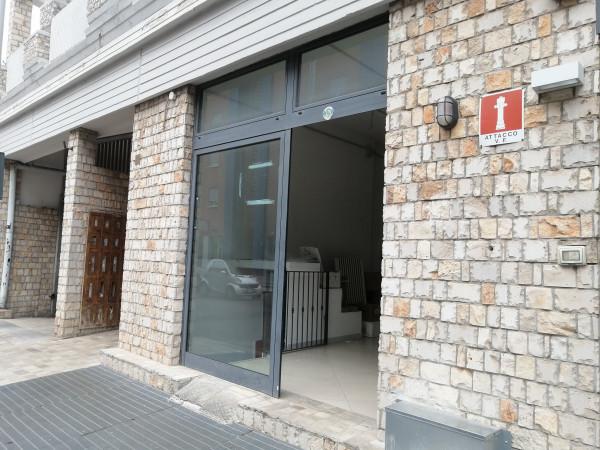 Locale Commerciale  in affitto a Lecce, Ariosto, 220 mq - Foto 1