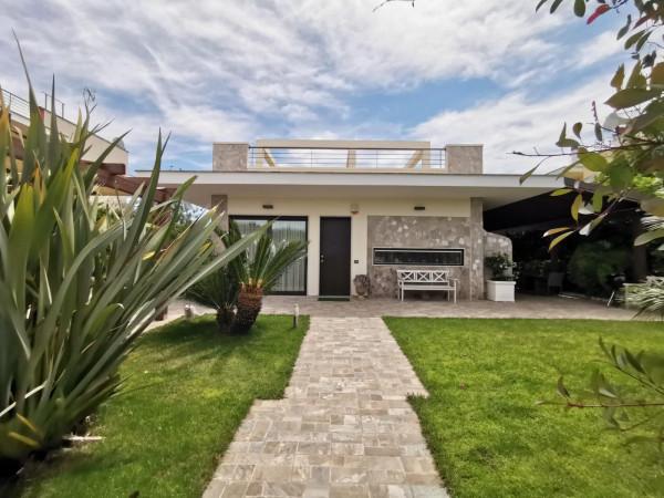 Villa in vendita a Lecce, Centro, Con giardino, 250 mq