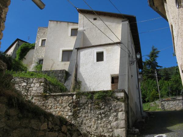 Casa indipendente in vendita a Introdacqua, Centro, Con giardino, 223 mq