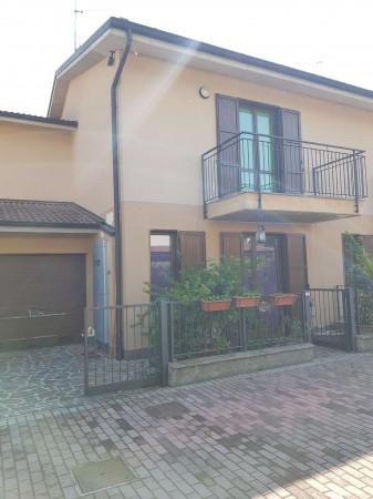 Villa in vendita a Spino d'Adda, Residenziale, Con giardino, 173 mq