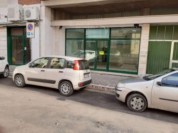 Locale Commerciale  in affitto a Teramo, Via Cona, 70 mq - Foto 4